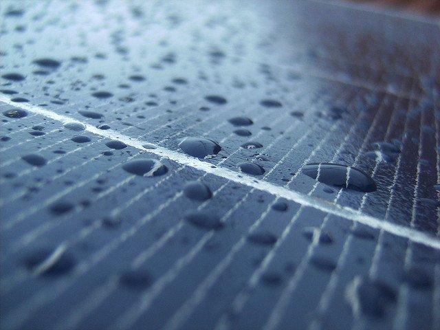 paineis solares na chuva