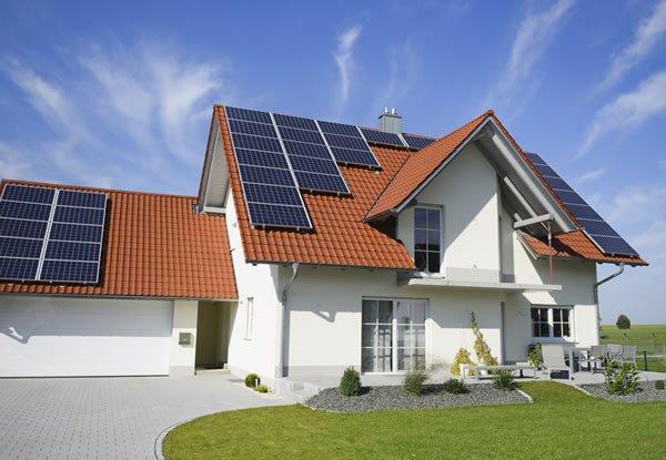 casa sustentavel com energia solar fotovoltaica